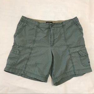 Eddie Bauer green khaki cargo shorts size 16